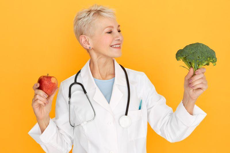 Read more about the article Jaka jest odpowiednia dieta dla osób leżących?